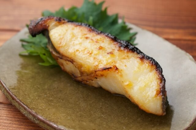 フライパンで焼く魚